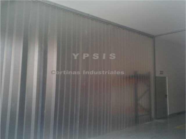 Cortina de lamas de pvc transl cida ypsis for Cortinas plastico para exteriores